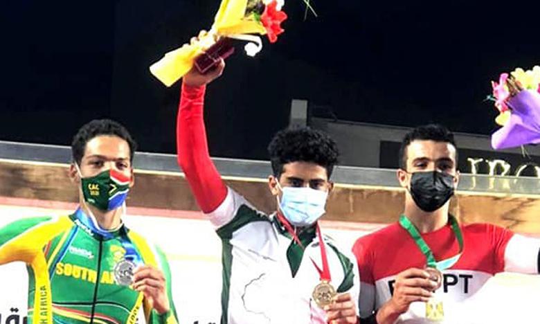 Mohamed Najib Sanbouli (au milieu), médaillé d'or en scratch junior lors du dernier championnat d'Afrique en Égypte.
