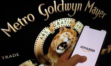 Le géant du commerce en ligne a ainsi mis  la main sur plus de 4000 films dont la saga de l'agent 007. Ph : AFP