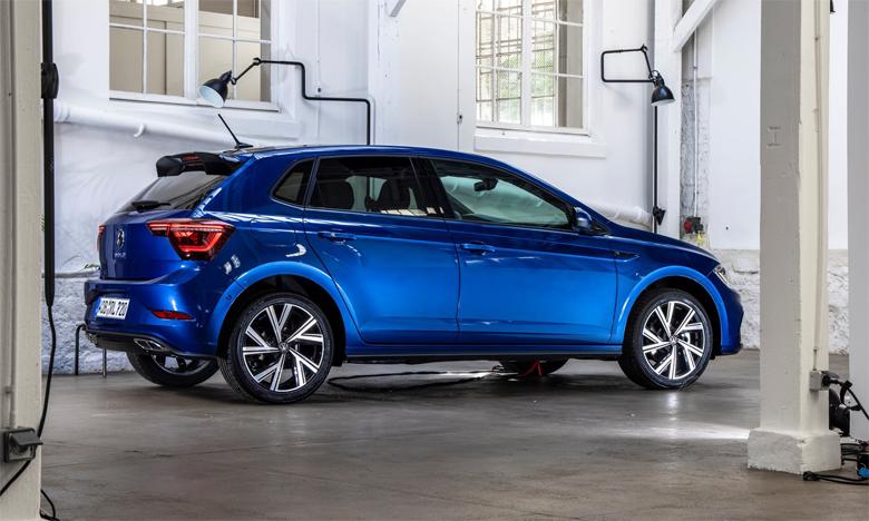 Bénéficiant d'un nouveau look à l'avant comme à l'arrière, la nouvelle Polo est équipée, de série, de projecteurs à LED.