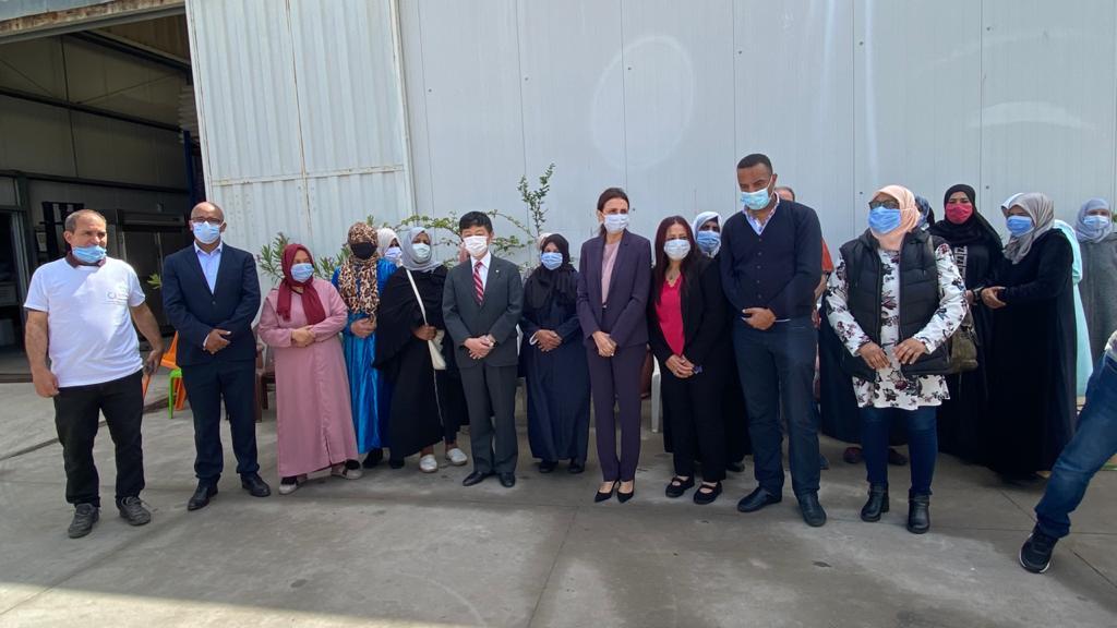 Cette action a été présidée par l'Ambassadeur du Japon Monsieur Shinozuka Takashi, la Présidente et la directrice de la Banque Alimentaire respectivement Madame Naziha Belkeziz et Madame Sanae Alaoui et les bénéficiaires.