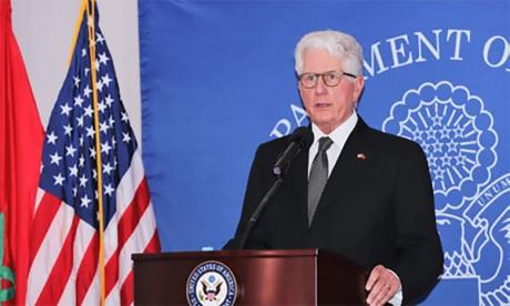David T. Fischer, ancien ambassadeur américain au Maroc, reçoit la «National Security Medal»
