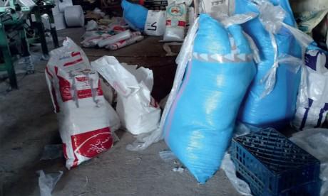 Benslimane : Démantèlement d'un atelier clandestin de fabrication de sacs en plastique interdits