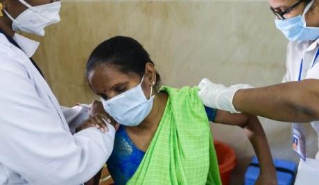 Covid-19 : un record de plus de 400.000 nouveaux cas en Inde, la vaccination ouverte à tous