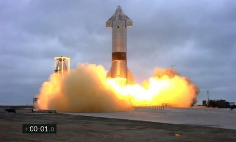 Après quatre explosions, la fusée Starship de SpaceX réussit son atterrissage