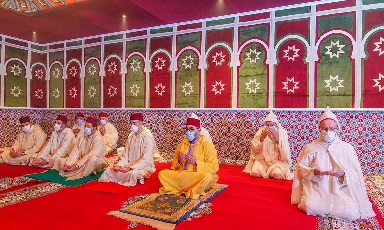 Sa Majesté le Roi Mohammed VI, Amir Al-Mouminine, accomplit la prière de l'Aïd Al-Fitr