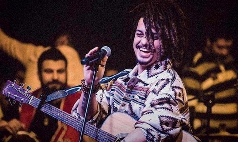 «Mes chansons c'est moi qui les compose  et qui joue leurs premières notes et qui les chante  finalement, je pense comme ça je les défends mieux»