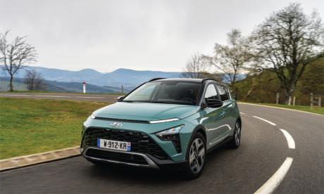 Adoptant l'identité stylistique de Hyundai baptisée «Sensuous Sportiness», Bayon se distingue par des proportions séduisantes, ainsi que par des éléments graphiques audacieux.