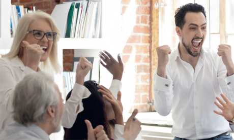 Ce ne sont pas toujours les beaux parleurs qui font avancer l'intelligence collective, mais ceux qui souhaitent authentiquement apporter leur pierre au projet pour atteindre un objectif partagé par tous.  Ph. Shutterstock