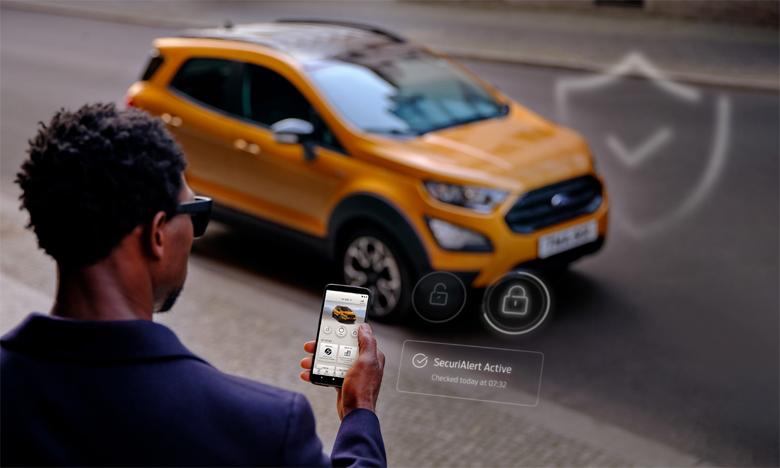 Lorsque le propriétaire retourne à son véhicule, il lui suffit de désactiver SecuriAlert via l'application FordPass et de poursuivre sa route.