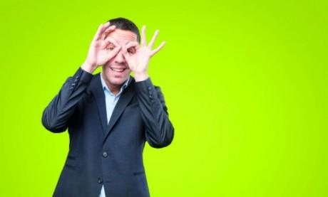 Un manager qui ne se positionne pas laisse la porte ouverte aux spéculations, aux suppositions, aux rumeurs, à la méfiance, aux doutes, à l'insécurité et aux conflits. Ph. Shutterstock