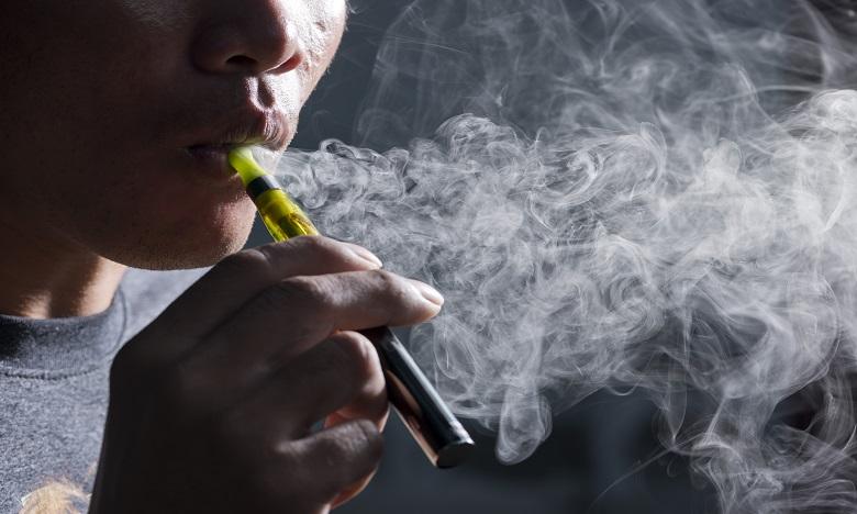 L'OMS tire la sonnette d'alarme contre l'e-cigarette