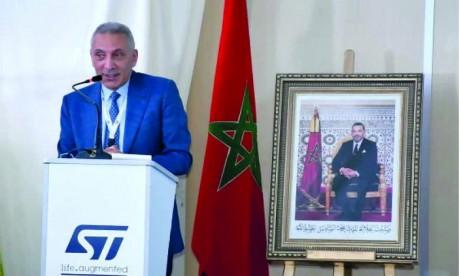 Moulay Hafid Elalamy a déclaré lors de la visite de l'usine de Bouskoura : «La qualité des composants électroniques au Maroc a atteint le niveau de qualité des composants fabriqués au Japon, qui est le meilleur au monde». Ph. Sradni