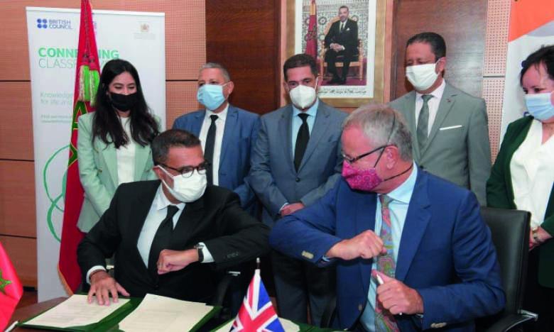 Cérémonie de signature de l'accord de partenariat entre le ministère de l'Éducation nationale, la SNRT et le British Council pour le lancement du programme radio «English Time».