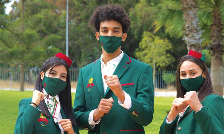 Oumaïma Bouchti, Achraf Mahboubi et Nada Laaraj en tenue de parade pour les JO de Tokyo.