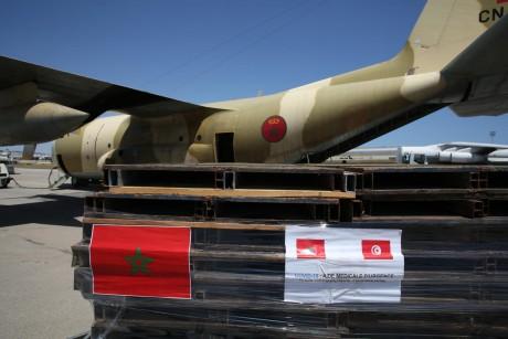 Arrivée à Tunis d'un nouvel avion transportant l'aide médicale d'urgence ordonnée par S.M. le Roi
