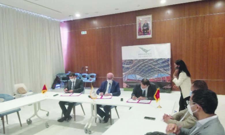 La convention a été signée par Omar Seghrouchni, président de la CNDP, Hicham El Habti, président de l'UM6P, et Adil Ousti, Head of Digital Factory de l'OCP.