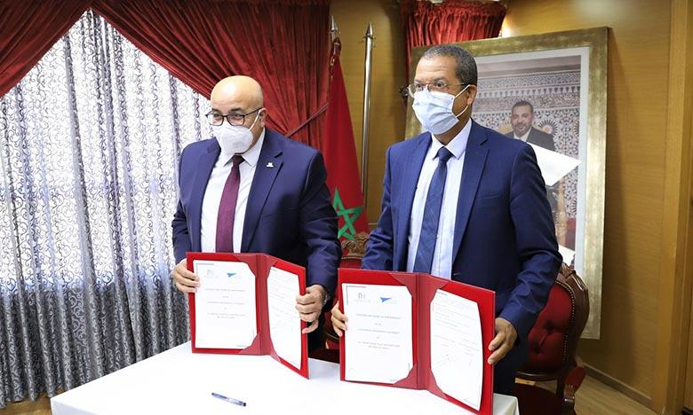 La convention cadre porte, entre autres,  sur la politique de recherche médicale de l'Université Mohammed V sur les modalités de participation du CHUIS à l'enseignement universitaire et post-universitaire.