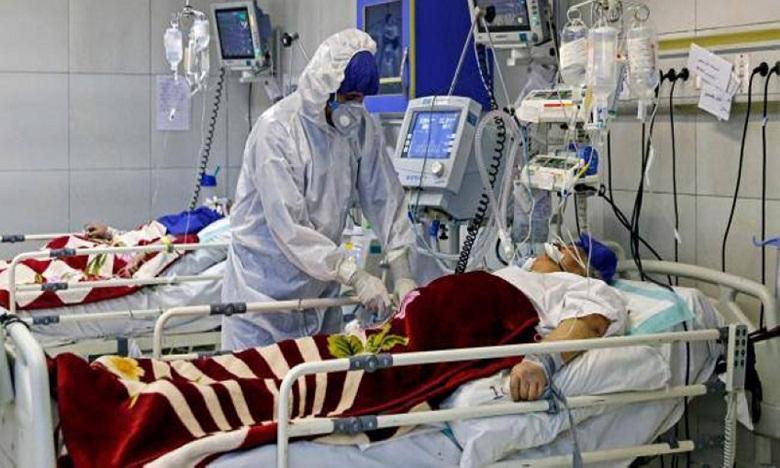 Le pic de la vague actuelle de la pandémie est dépassé, mais le plateau atteint demeure élevé