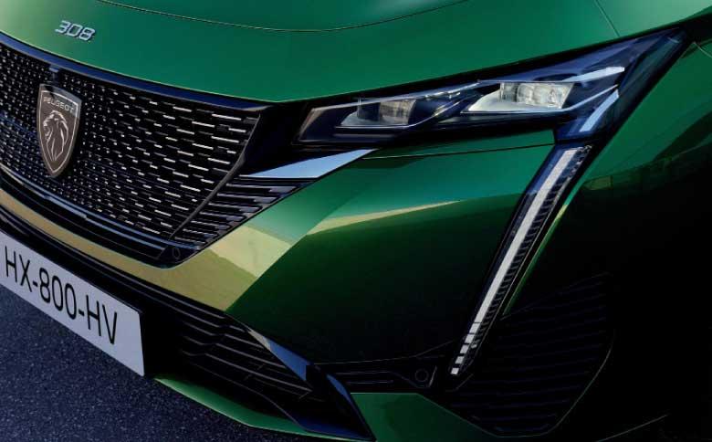Devenus des éléments clés des véhicules, projecteurs et feux arrière sont l'exemple même de la technologie au service du design et, vice-versa, du design au service de la technologie.