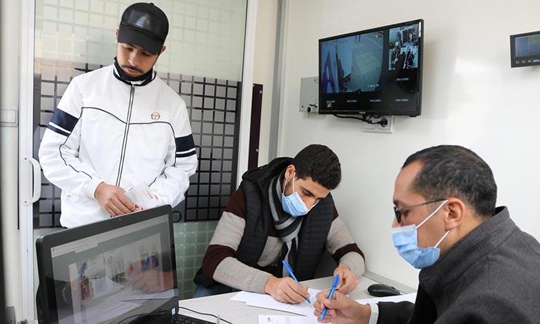 Selon les données de la CCG, le Bilan du Programme Intelaka à fin décembre 2020 fait ressortir que le montant des crédits accordés a atteint 2,7 milliards de dirhams et a profité à 15.085 bénéficiaires. Ph : MAP