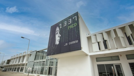 L'Ecole 1337 offre une formation en développement informatique et codage totalement gratuite, accessible à tous, sans prérequis de diplôme ou de connaissances en informatique, ouverte 24h/24h et 7j/7j.
