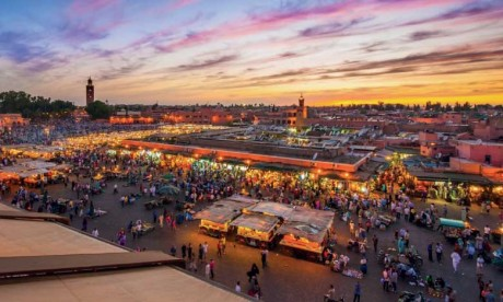Un nouveau groupe de touristes israéliens  à la découverte de la cité ocre