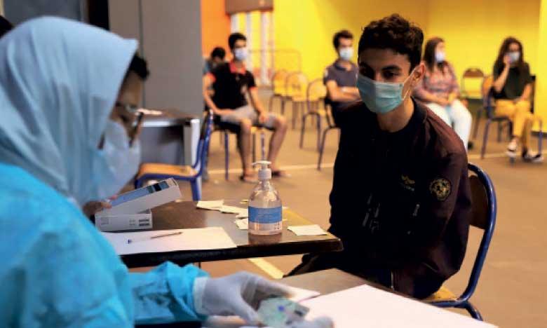 Covid-19 : 1.583 cas confirmés en 24H, plus de 18 millions de personnes complètement vaccinées