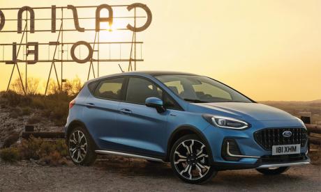 Le nouveau style extérieur donne à la nouvelle Fiesta plus de présence sur la route.