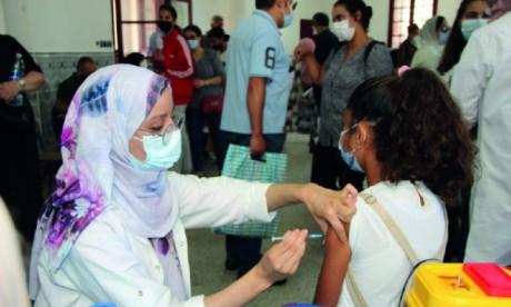 Vaccination anti-Covid des 12-17 ans : Des experts répondent aux interrogations des parents inquiets