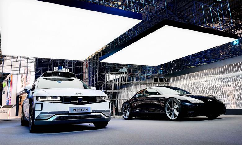 À l'occasion du Salon de Munich, Hyundai a dévoilé la première livrée de son modèle révolutionnaire de robotaxi, un véhicule autonome de niveau 4 dérivé d'Ioniq 5.