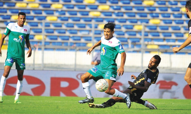 Abdelilah Hafidi (au centre), double-passeur décisif face à l'Olympique Khouribga dimanche.