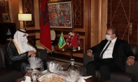 Le président de la deuxième chambre, Naam Miyara, (à droite) s'entretenant avec l'ambassadeur de l'Arabie Saoudite au Maroc, Abdullah bin Saad Al Ghurairi. Ph. MAP