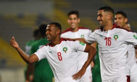 Ayoub El Kaabi célébrant la victoire des Lions de l'Atlas avec ses coéquipiers.