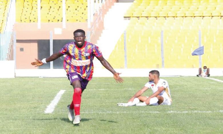 Isaac Mensah fêtant l'unique but de la rencontre inscrit à la 42e minute.