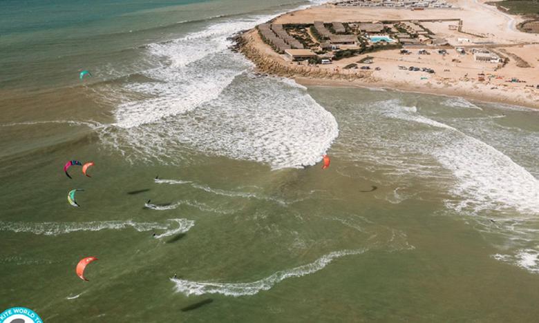 Le spot de Foum Labouir, au nord de la péninsule de Dakhla, est l'un des meilleurs endroits au monde pour la pratique du kitesurf.