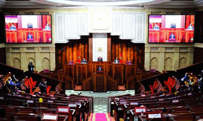 Ouverture du Parlement et formation du gouvernement,  deux agendas distincts