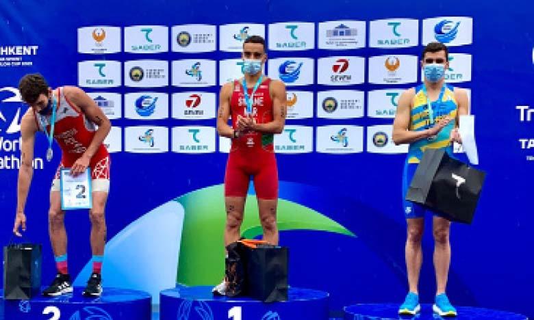 Le Marocain Badr Siwane sur la plus haute marche du podium en Coupe d'Asie de triathlon.