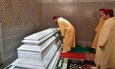 S.M. le Roi, Amir Al Mouminine, préside une veillée religieuse en commémoration du 19e anniversaire de la disparition de feu S.M. Hassan II
