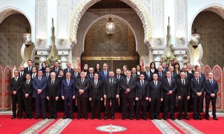 Sa Majesté le Roi reçoit les cinq nouveaux ministres que le Souverain nomme membres du gouvernement
