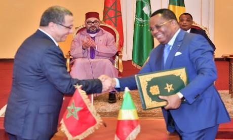 S.M. le Roi et le Chef de l'Etat congolais président la cérémonie de signature de plusieurs accords de coopération