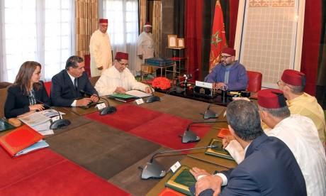 S.M. le Roi préside au Palais Royal à Rabat une réunion consacrée à la problématique de l'eau
