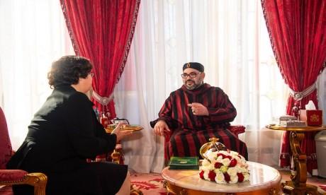 S.M. le Roi reçoit Mme Latifa Akharbach et la nomme présidente de la HACA