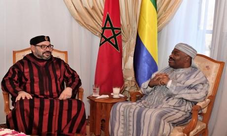 Video : S.M. le Roi rend visite au Président gabonais, M. Ali Bongo Ondimba, à l'Hôpital militaire de Rabat