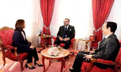 Video : S.M. le Roi reçoit la nouvelle présidente du directoire du Fonds Hassan II pour le développement économique et social