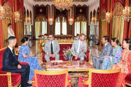 Video : S.M. le Roi offre une cérémonie de Thé en l'honneur du Prince Harry du Royaume Uni et de son épouse