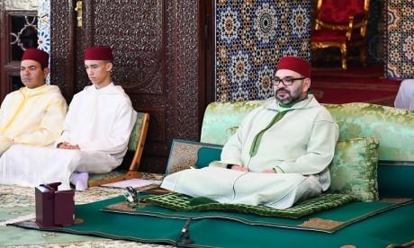 Video : S.M. le Roi, Amir Al Mouminine, préside la première causerie religieuse du mois sacré du Ramadan