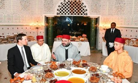 S.M. le Roi offre un iftar en l'honneur de M. Jared Kushner, Conseiller principal du Président américain