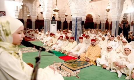 Video : S.M. le Roi préside à Rabat une veillée religieuse en commémoration de Laylat Al-Qadr bénie