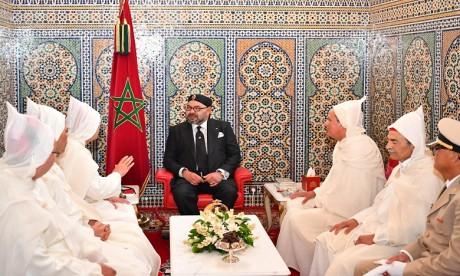 Video : S.M. le Roi, Amir Al-Mouminine, reçoit la délégation officielle devant se rendre aux Lieux Saints de l'Islam pour le pèlerinage