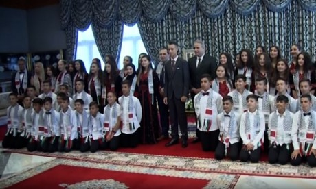 S.A.R le Prince Héritier Moulay El Hassan reçoit les enfants d'Al Qods participant à la 12è édition des colonies de vacances